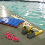 Adult swimming lessons: float, fins and goggles