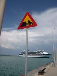 no plunge sign at dock in katakolon greece