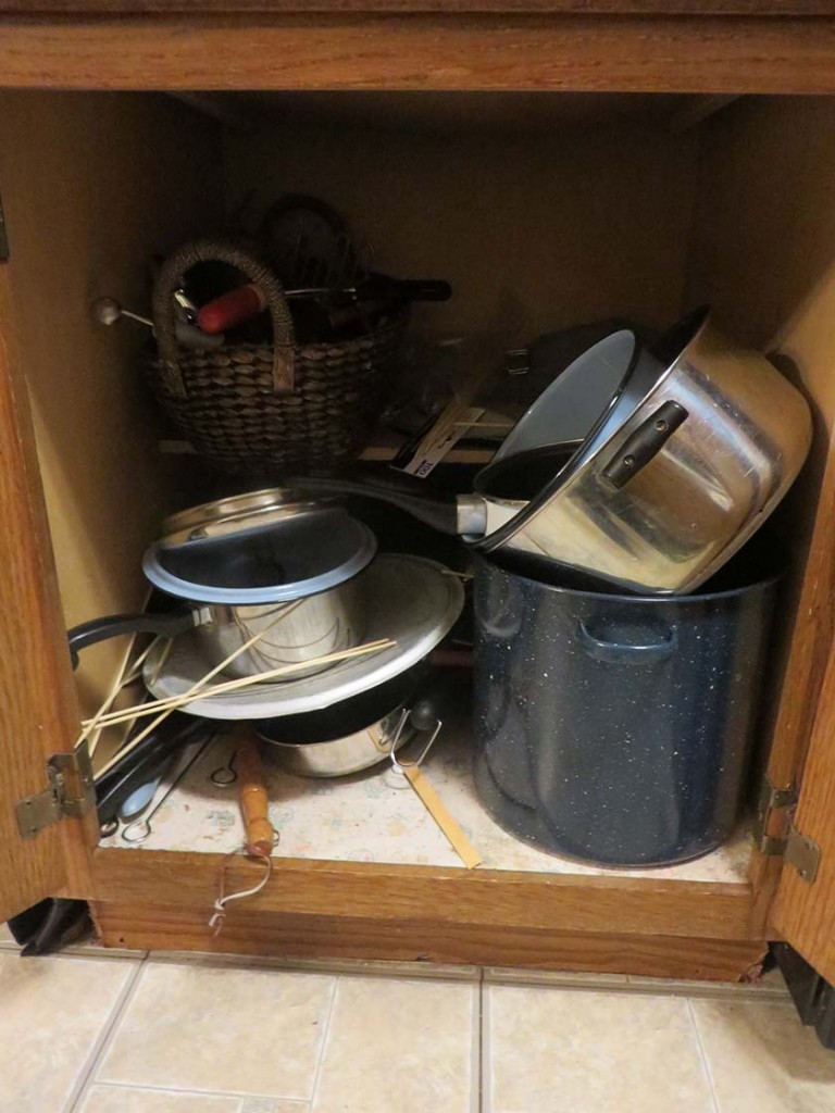 Domestic Decluttering : Week 7 of 52 -- Decluttering Pots and Pans