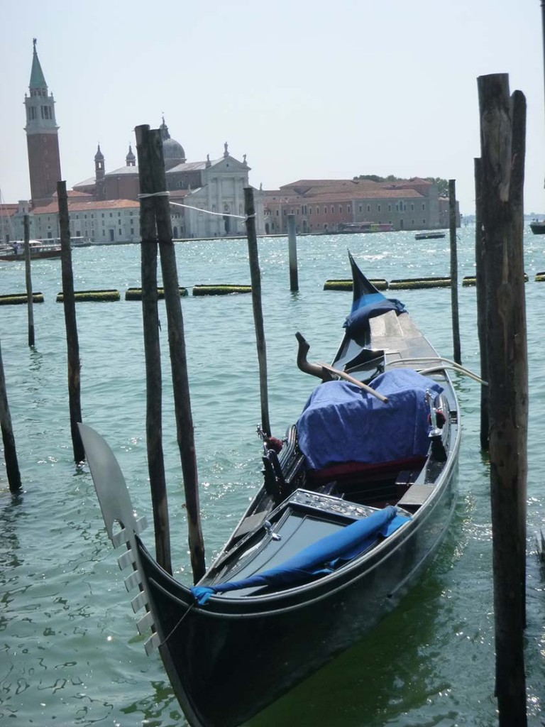 gondola_at_rest_in_venic