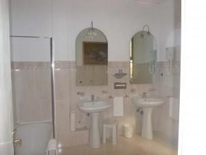 hotel_bathroom_sinks