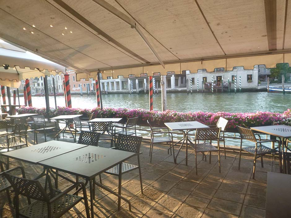 hotel_patio_with_awning