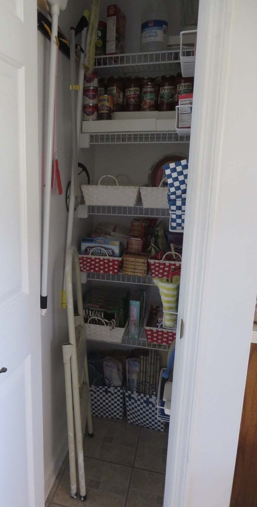 Decluttering De Pantry: Week 4 of 52 -- Dejunking and Organizing the Pantry