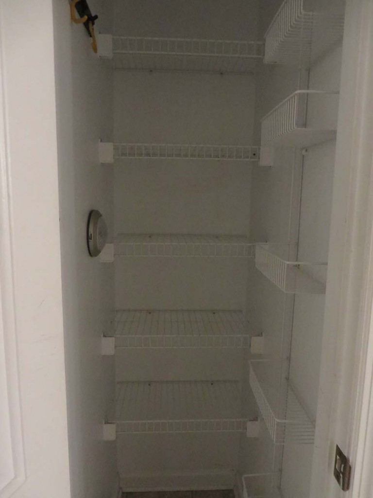 Decluttering De Pantry: Week 4 of 52 -- Dujunking and Organizing the Pantry