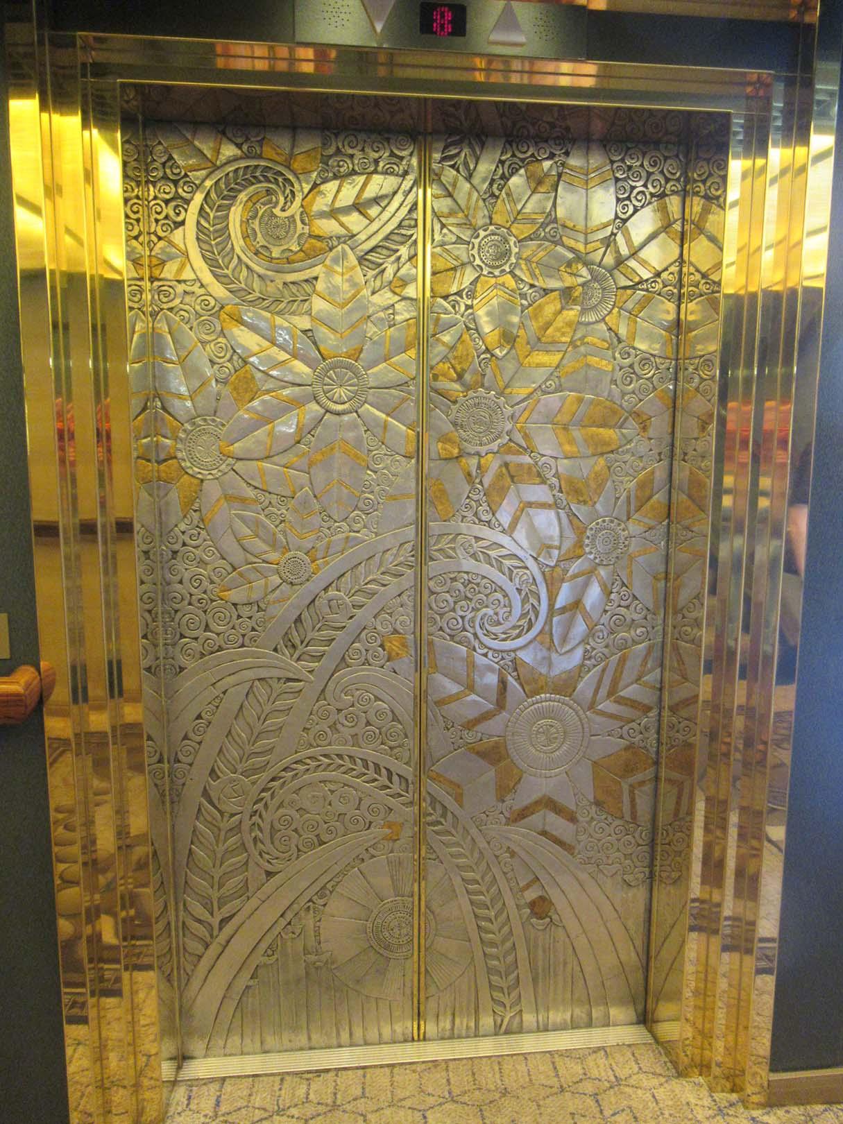 zuiderdam elevator door